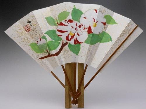 飾り扇子(カワホリ)本金砂子地 椿・芽柳