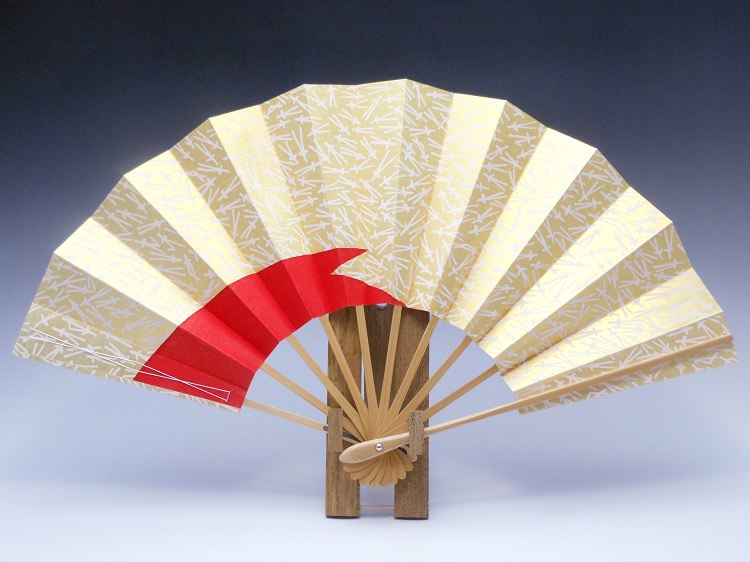 舞扇子(白竹)ゴールド地白松葉色松皮・赤